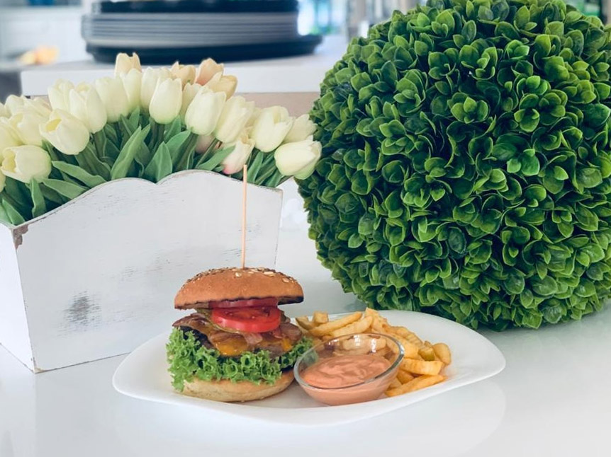 Burger cu vita angus